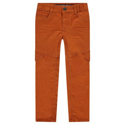 Παντελόνι σε γραμμή slim με τσαλακωμένη όψη και καπάκια τσέπης