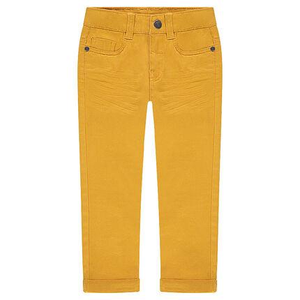 Παντελόνι με μόνιμες τσακίσεις και τσέπη με ανάγλυφα γράμματα