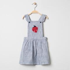 Φόρεμα-σαλοπέτα με λεπτές ρίγες και κεντημένη φράουλα