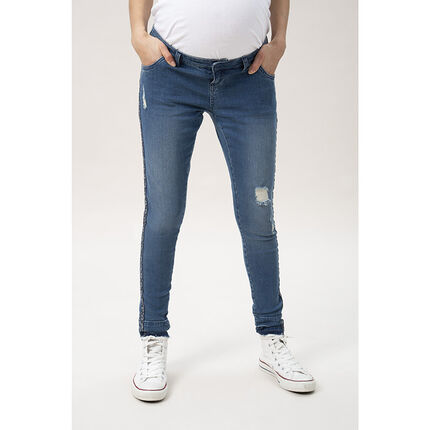 Slim τζιν εγκυμοσύνης με used όψη και εμπριμέ απλικέ λωρίδες