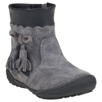 Bottines grises en cuir suédé avec pompons fantaisie et zip