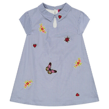 Κοντομάνικο φόρεμα με λεπτές ρίγες και κεντήματα