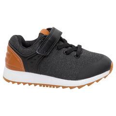 Χαμηλά αθλητικά παπούτσια από δύο υλικά με ελαστικά κορδόνια και αυτοκόλλητο βέλκρο