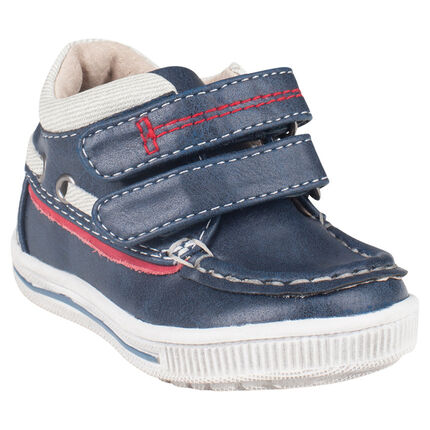 Παπούτσια σε σχήμα καραβιού σε απομίμηση δέρματος με αυτοκόλλητα velcro