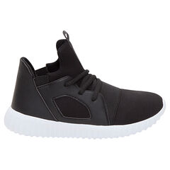 Χαμηλά αθλητικά παπούτσια από δύο υλικά με κορδόνια και λάστιχα