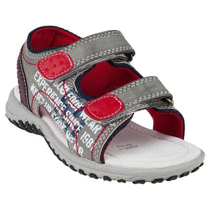Nu-pieds aspect cuir avec inscriptions printées sur le côté