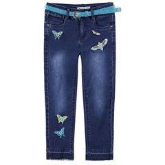 Τζιν με used όψη, μόνιμες τσακίσεις, κεντημένες πεταλούδες και μεταλλιζέ ζώνη