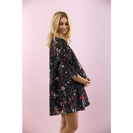 Φαρδύ φόρεμα εγκυμοσύνης με λουλούδια σε όλη την επιφάνεια
