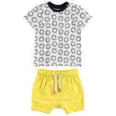 Σύνολο κοντομάνικη εμπριμέ μπλούζα με μοτίβο ήλιους και κίτρινο σορτς